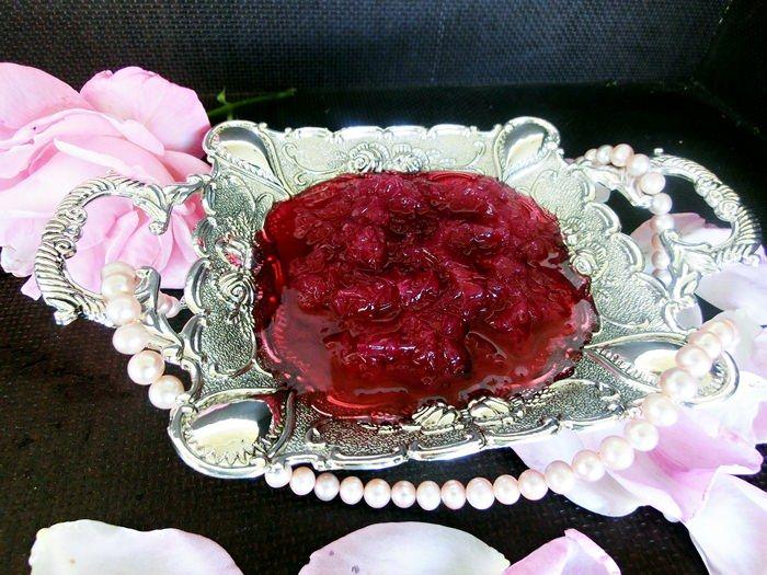 Dulceata de trandafiri este regina de incontestabila a tuturor dulceturilor!