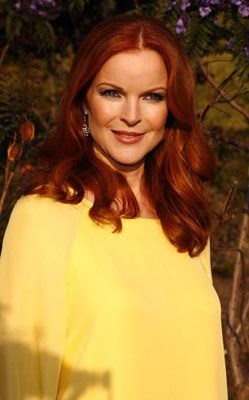 Marcia Cross looks healthy and glowing in warm yellow