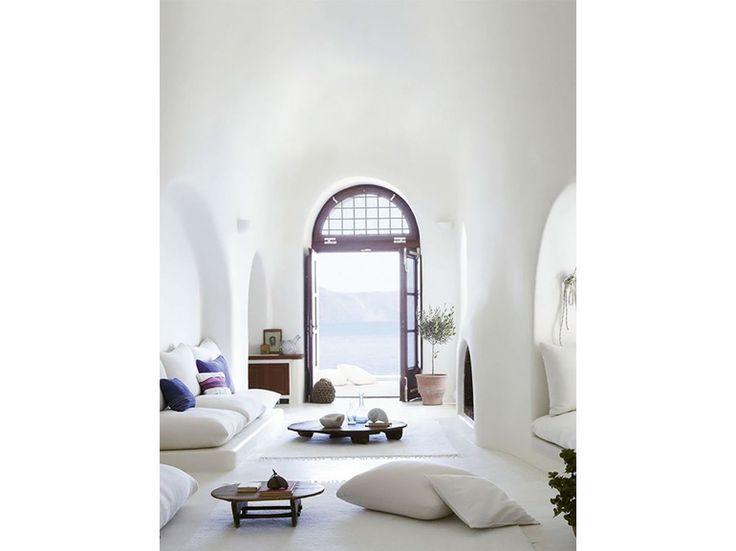 1.stile-grecia-interni-greece-style-patio-total-white-zona-living