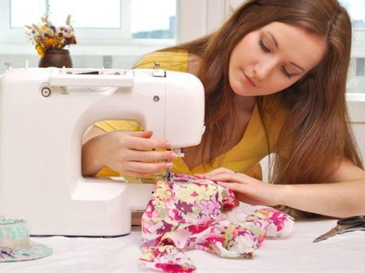 În croitorie există anumite subtilități și trucuri pe care uneori nu poți să le descoperi de unul singur. În acest caz vă vin în ajutor sfaturile croitoreselor experimentate. Fiecare pas în croitorie este o artă. Citind acest articol vă veți îmbunătăți cunoștințele în ale croitoriei. Trucuri de croitorie 1. De obicei este destul de dificil să coaseți tricotajul. Doriți să coaseți linii drepte, dar nu vă reușește, atunci faceți o astfel de cusătură și va fi destul de potrivită. 2. Iată o…