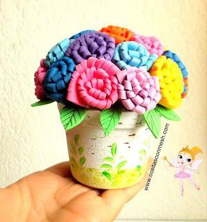 Flores de goma eva y maceta coloreada...Q bonito para decorar