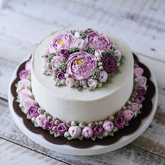 Double 3D flower buttercream cake
