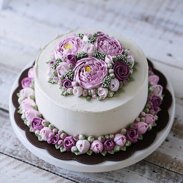 Double 3D flower buttercream cake