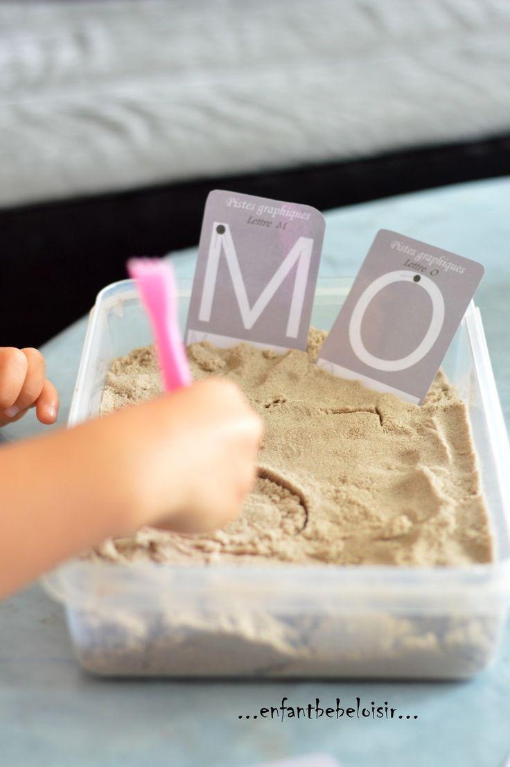 Reproduire des lettres dans le sable