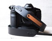 Personalized leather camera strap in black color. DSLR camera strap. Nikon camera strap. Canon camera strap. Personalized camera strap.