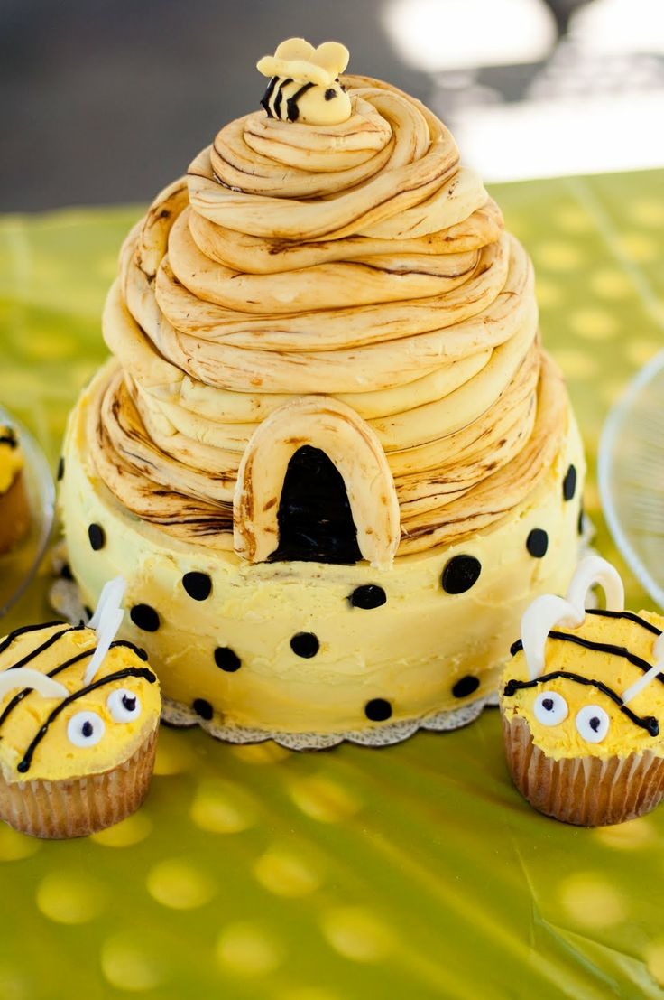 beehive cake - would be so cute for a baby shower!!