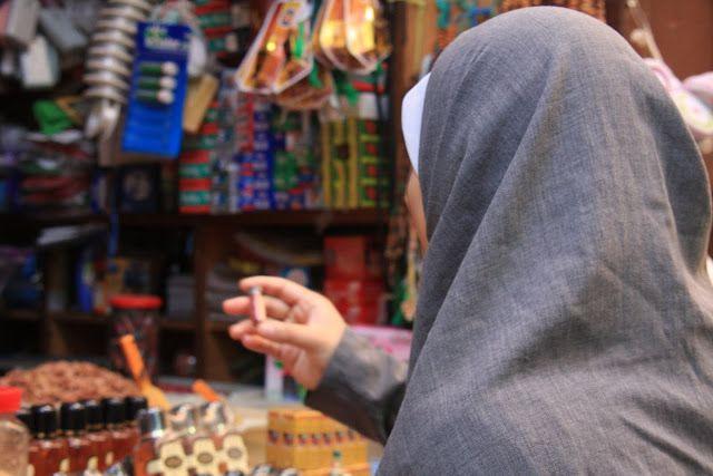 Fez, à semelhança de todas as cidades árabes tem uma medina. As medinas apresentam uma disposição semelhante, com um denso emaranhado de ruas e becos.