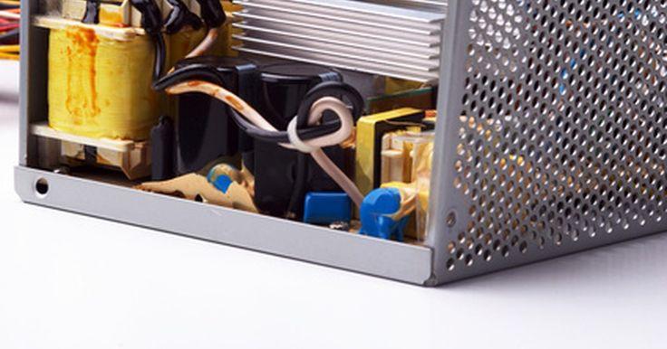 """Cómo probar un transformador de alto voltaje. Los transformadores convierten el voltaje para su uso en los electrónicos. Los de alto voltaje o de """"subida"""" convierten los voltajes menores en intensidades más altas. Los electrodomésticos como los microondas hacen uso de estos transformadores de alto voltaje. Ya que poseen un riesgo de choque eléctrico, el transformador debe de ser desconectado ..."""