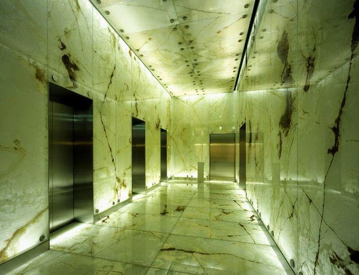Hall elevador marmore Onix  A Alonso Mármores produz peças em pedras naturais ou industrializadas sob medida de acordo com seu projeto.  Orçamento online: http://www.alonsomarmores.com.br/  #MarmoreOnix #MármoreOnix #OnixMarmore #MarmoreOnixTranslucido #MarmoreOnixIluminado #RevestimentoMarmore  #RevestimentoMarmoreOnix #ParedeMarmore