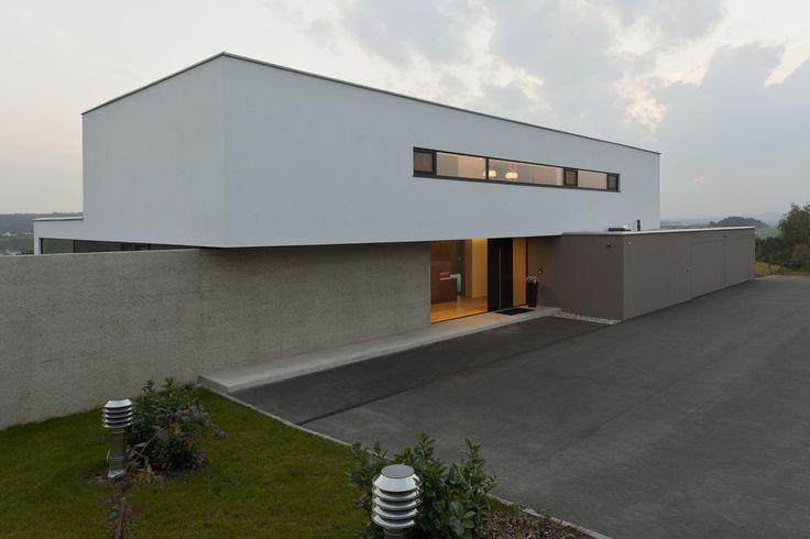 Moderne einfahrten einfamilienhaus  Modernes Traumhaus in kubistischer Form in Österreich ...