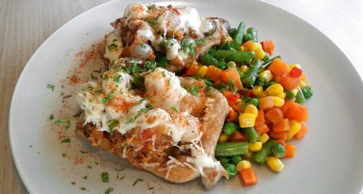 Búbos karaj recept: A búbos karajt azért szeretem ezt az ételt elkészíteni, mert amit a hűtőben találok nyersanyagot, mindet rárakhatom a húsra. Minél több az alapanyag, annál búbosabb a karaj! :)
