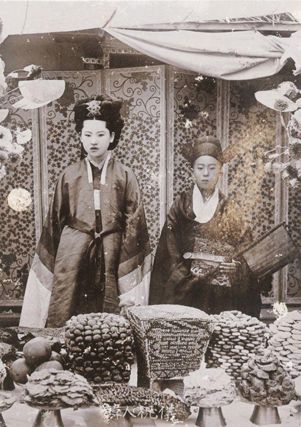 Korean Traditional Wedding Ceremony  J.Kawamura, Korean Traditional Wedding Ceremony, 13.3x9.5cm, 1900s