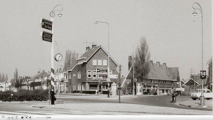 De Meeuwen-Apotheek op de Meeuwenlaan in Amsterdam Noord in de jaren '70. Met rechts de Waddenweg en links de Leeuwarderweg.