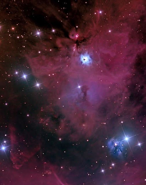 NGC 1999 is 1,500 light years from Tiera, and is one of the most beautiful and interesting in the night sky nebulae. It is very weak, and like other nebulae, a good mix of emission, reflection and dark clouds. Being located in the area of the sky occupied by the constellation Orion, it is a region of star birth more common than in other regions. Being this region so rich in newly formed stars, it is not surprising that several Herbig-Haro objects can be found in this image.
