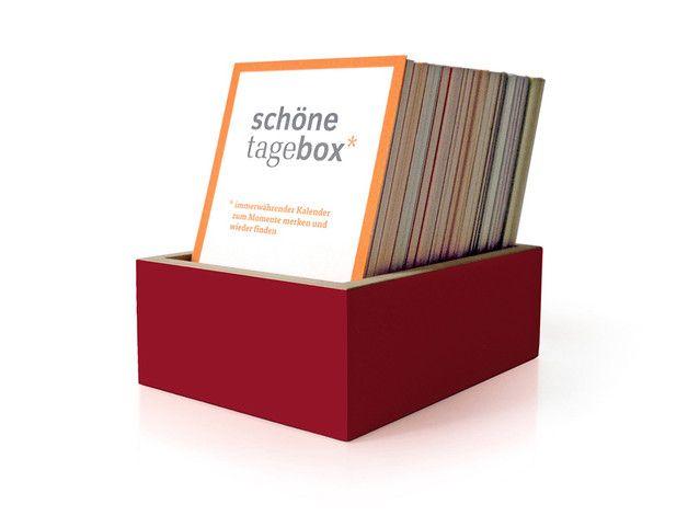 –  *schönetagebox – ein immerwährender Kalender zum Momente merken und wieder finden*  *Idee* ist die Kombination aus Kalender und Tagebuch in Karteikarten-Form mit schöner Optik.  *Genauer*...