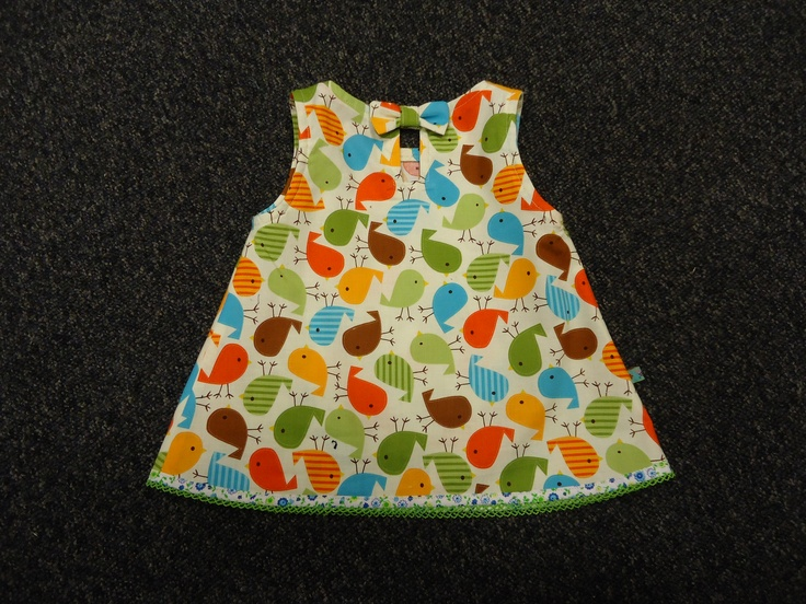 Ik heb de lente al in m'n bol dus heb alvast een heerlijk lente/zomer jurkje gemaakt.  Maat 100 (Franse maat), zeg maar 96 in het Nederlands.