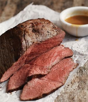 Did you know that you can use your slow cooker to make perfectly sliceable, medium-rare roast beef that tastes like it just came out of the oven?
