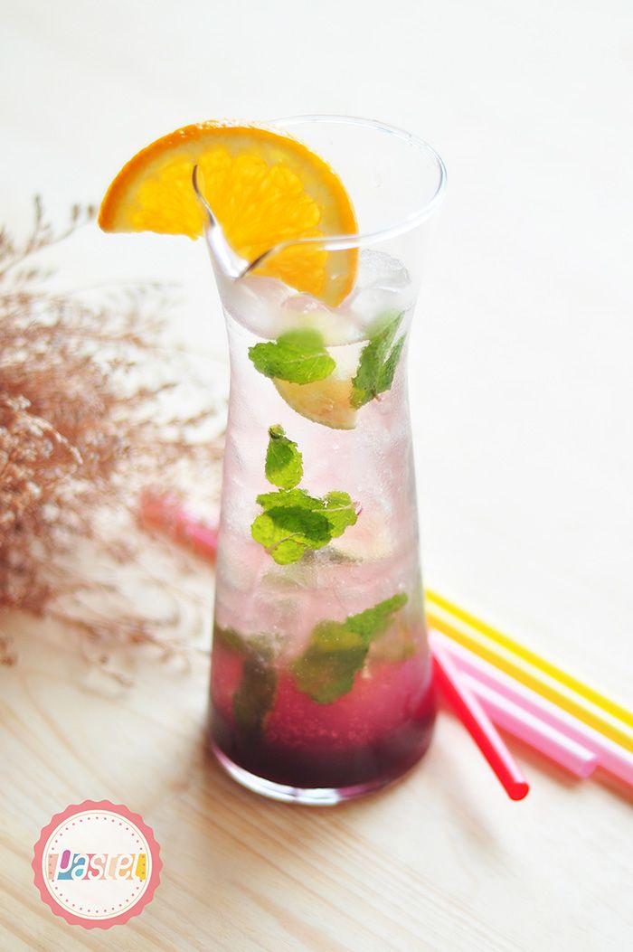 Fresh and Non-Alcoholic Mojito Raspberry