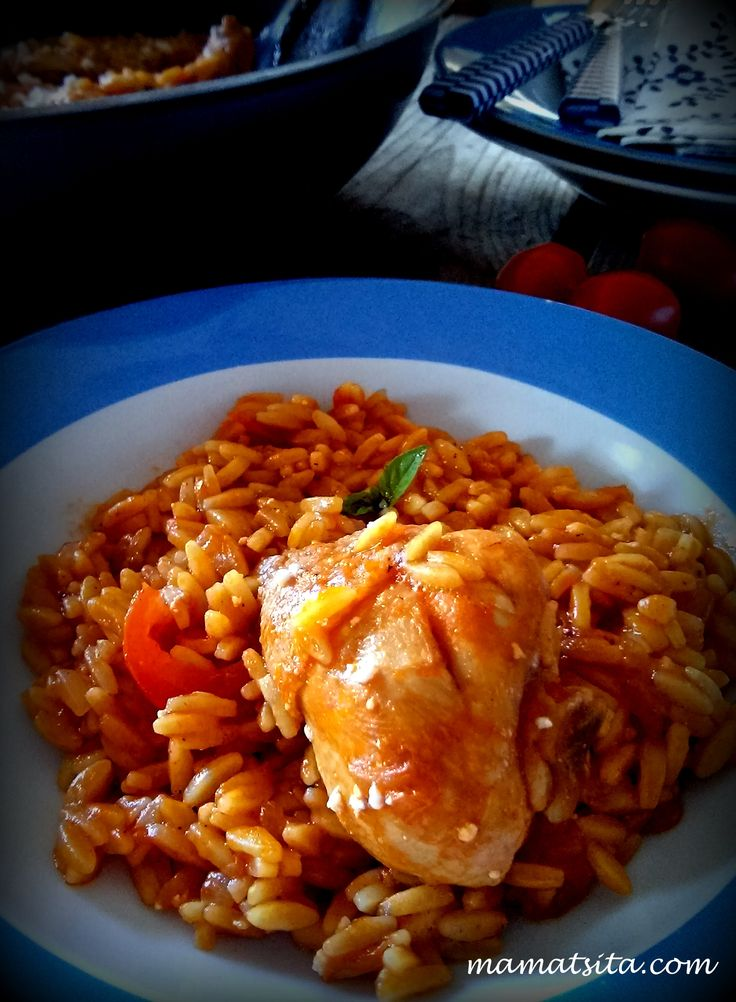 Chicken giouvetsi, i.e chicken with orzo on tomato-basil sauce #chicken #orzo #tomato #basil #greekfood #homemade #recipe #mamatsita
