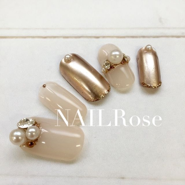 Gold and nude nails pretty