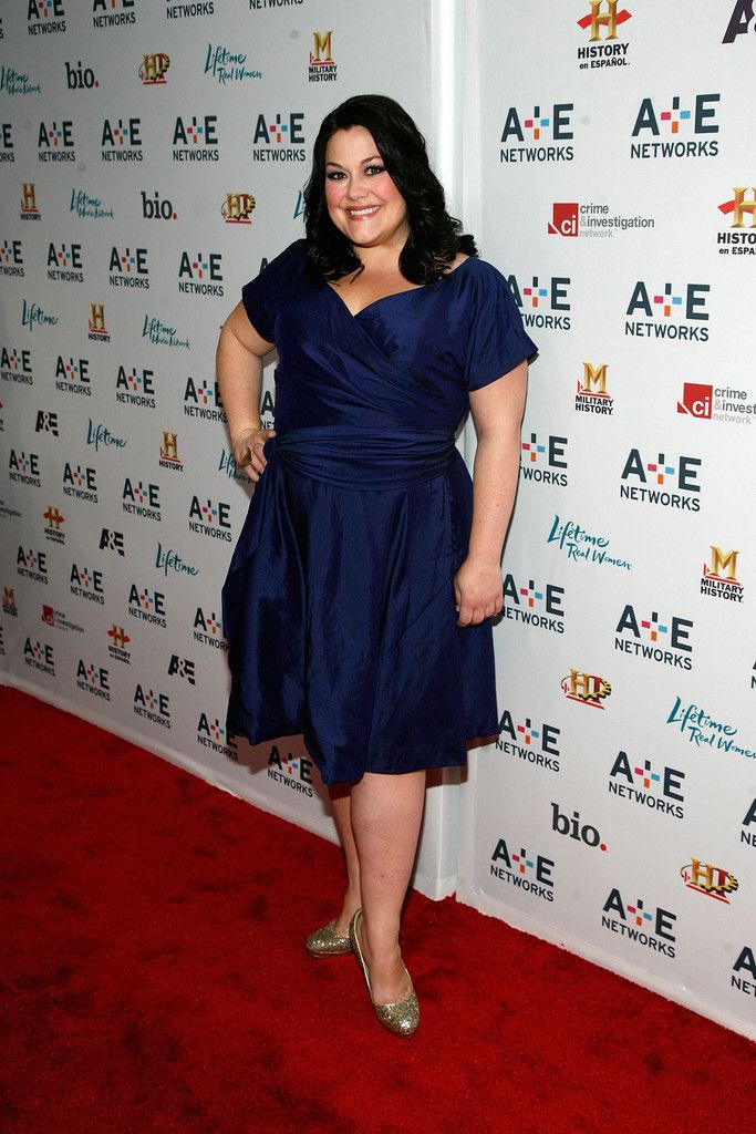 Brooke Elliott Style, Fashion & Looks - StyleBistro