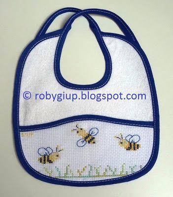 RobyGiup handmade: bavaglino ricamato a punto croce con piccole api - Cross-stitched bib with little bees