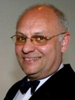Dr. Peter Meides, geboren 1955, hat in Frankfurt am Main und in Reims (F) Rechtswissenschaft studiert und sich zum Fachanwalt für Arbeitsrecht und Fachanwalt für Steuerrecht qualifiziert. Er graduierte zum Master of Laws (LL.M.) und promovierte im Fachbereich Rechtswissenschaft.  Peter Meides ist als Rechtsanwalt zugelassen und als solcher in Frankfurt am Main tätig als geschäftsführender Gesellschafter einer Rechtsanwalts-GmbH.