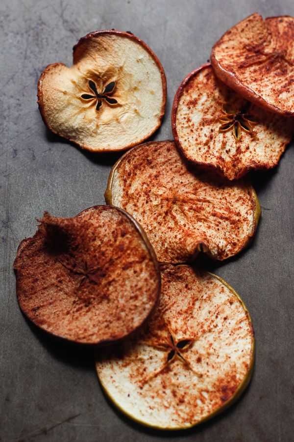 Looking for a preservative free and allergy friendly snack? These Spiced Apple Chips are so simple to make and will surely delight! Gluten free, dairy free, nut free, soy free, allergy friendly. www.peafritters.com
