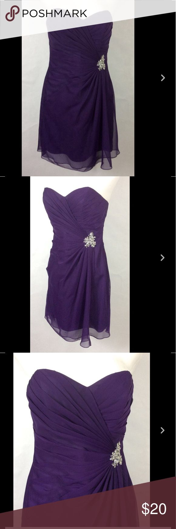 """New Womens purple Impression Bridal Dress /Size 12 New Womens purple Impression Bridal Dress / Lined Strapless Evening Gown Size 12  one of the optional spaghetti straps is broken  Chest 32"""" Waist 28"""" Length 25""""   Thanks for looking!  B737 Dresses Strapless"""