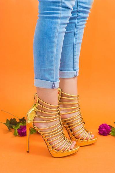 Zapatillas doradas de tiras