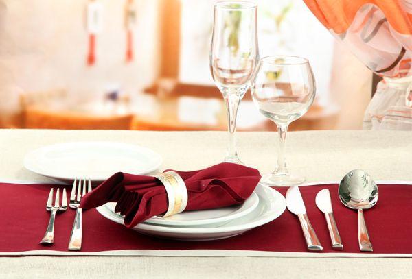 Muita gente fica na dúvida na hora de montar uma mesa para uma ocasião formal. Confira nosso guia e nunca mais erre! Montar uma mesa digna de figurar nas revistas pode parecer uma tarefa difícil, mas não é. Além de ficar linda, preocupar-se com o...