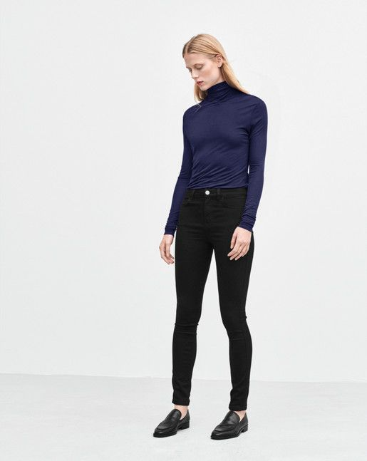 Lightweight polo neck with a straight slightly slim fit. Skinny sleeve, hip length. <br> <br> • Made in a more sustainable material <br>  • Straight, slightly slim fit<br>  • Hip length<br><br> The model is 178cm and wears size S.
