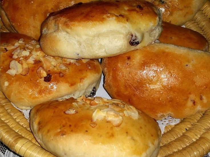 Rozijnenbroodjes met pistache en cranberries