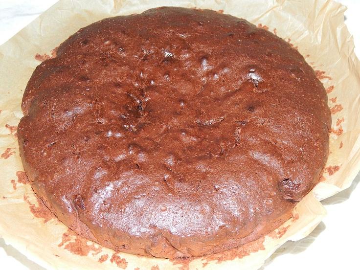 Torta doble negra de chocolate con pedazos de chocolate con leche