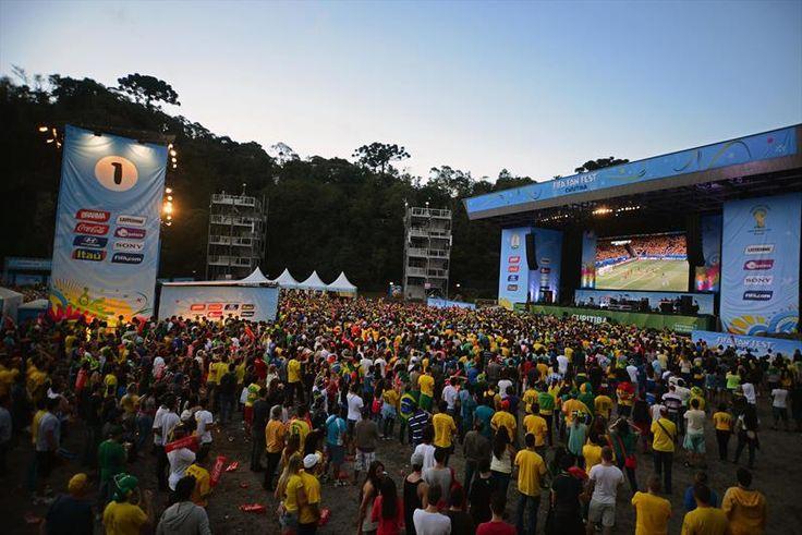 Na imagem, FIFA Fan Fest na Pedreira Paulo Leminski. Foto: Gabriel Rosa/SMCS.