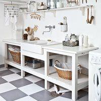 Kan et vaskerom være vakkert/ love the rusticality of this space....