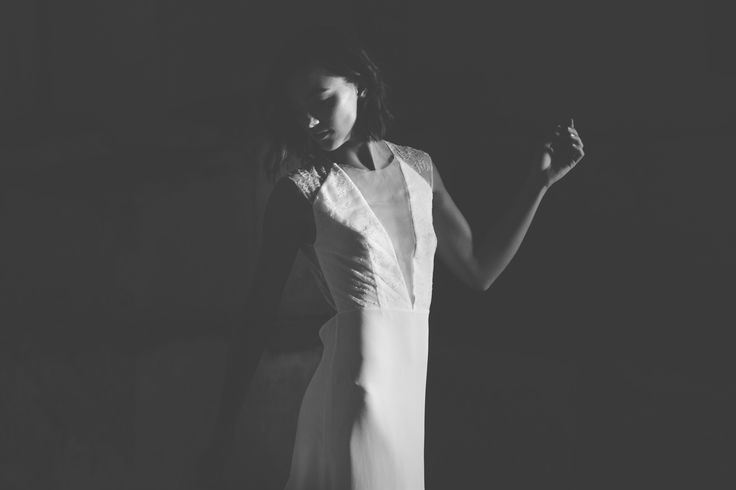 Jeanne Source Créatrice de robes de mariée // KATE // dentelle de calais, organza de soie et double crêpe de soie www.jeannesource.fr