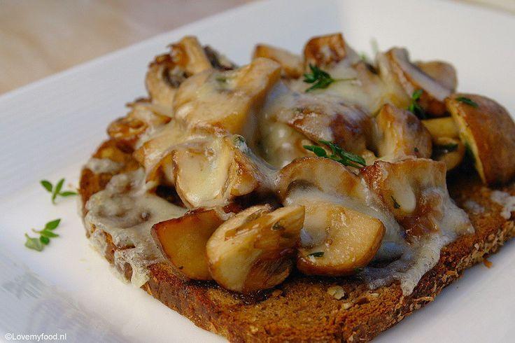 Broodje paddenstoelen uit de oven
