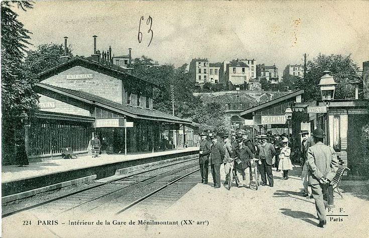 1868 - La Gare de Ménilmontant -Victime de la concurrence accrue d'autres moyens de transports, la gare de Ménilmontant mettra un terme au trafic voyageur tout en poursuivant une activité marchande. En 1944, un groupe de résistants attaquera un train allemand stationné sous la passerelle. Une plaque encore visible aujourd'hui, rend hommage aux morts de l'évènement.  Progressivement abandonnée au fil des ans, la petite gare sera détruite en 1984.