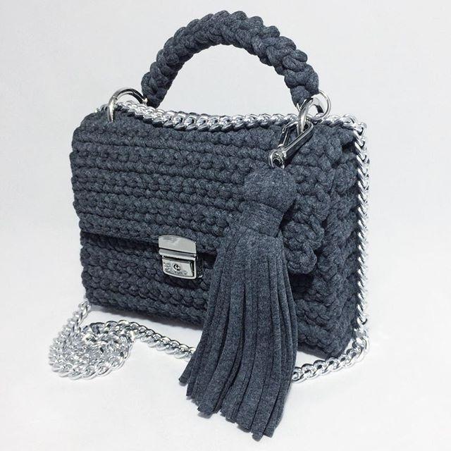 """""""Когда над материалом не витает дух творчества, материал умирает."""" (с)  ЭКО сумочки KnitOlla сделаны из вторичной трикотажной пряжи, (грубо говоря остатки производства трикотажной одежды), которой я даю вторую жизнь.♻️"""