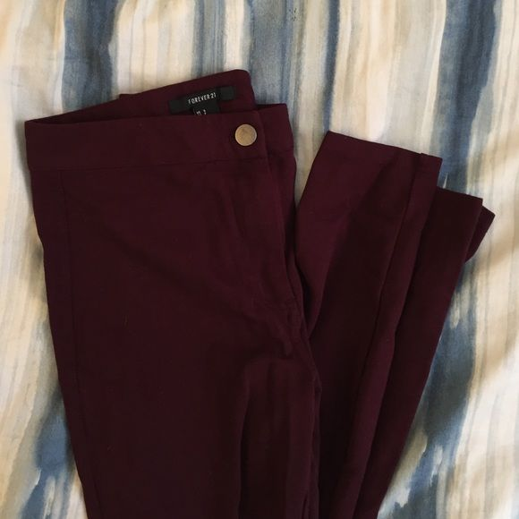 Maroon High Rise Jeggins Dark red/Maroon Jeggins from Forever 21 with back pockets. Worn less than three times. Great condition. Size small but will probably fit a size zero or x small best. Forever 21 Jeans Skinny