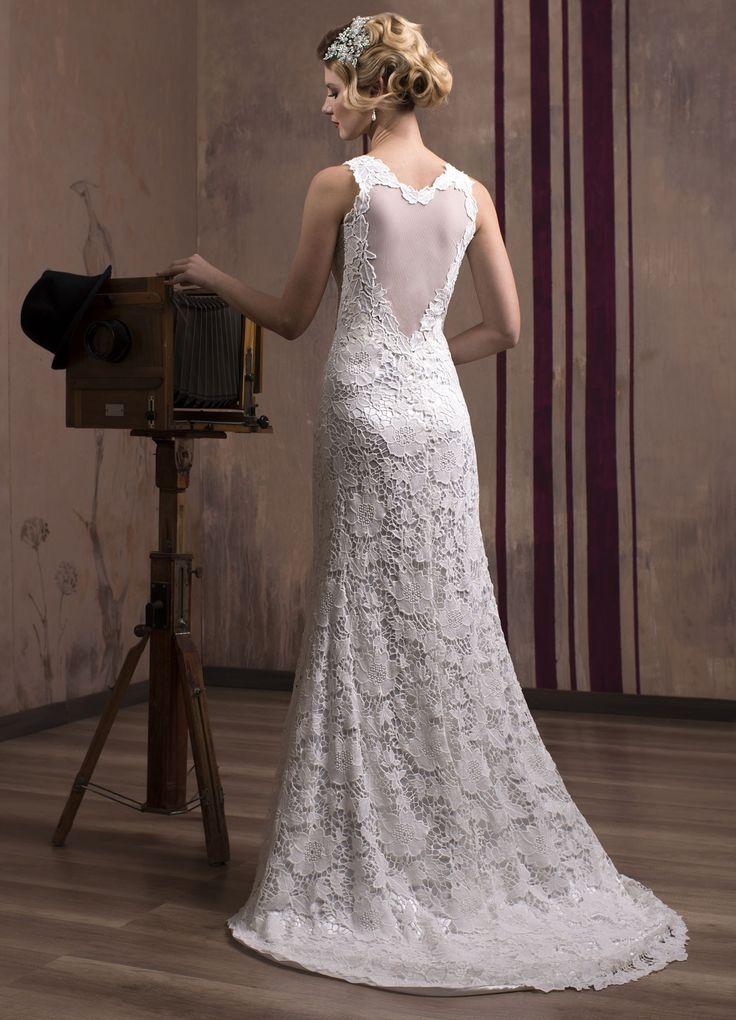 Luxusné čipkované svadobné šaty s odhaleným chrbtom v tvare srdca