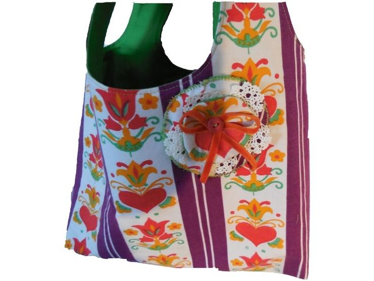Diese süße Tasche aus allerliebstem 70er Stöffchen mit Pünktchenfutter bringt Farbe in dein Leben,lässt dich den Winter vergessen und zaubert dir e...