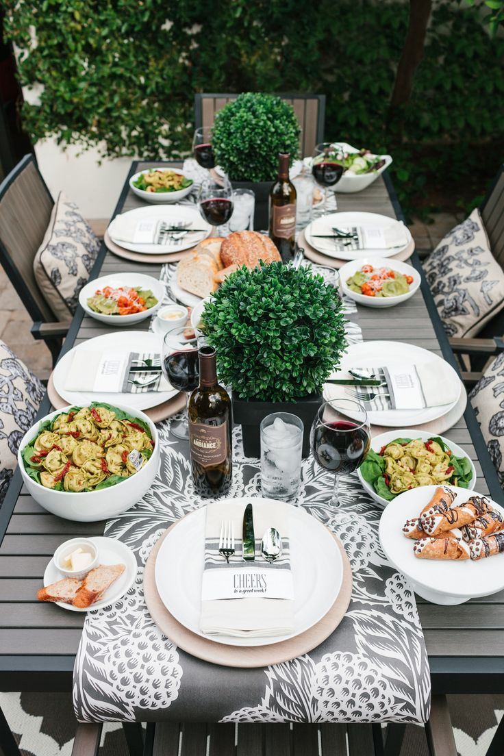 Host an Italian Girls' Night Dinner | Styled by The TomKat Studio. Get recipes, ideas + printable designs here on the blog: http://www.thetomkatstudio.com/girlsnightwithbuitoni/  #sponsored by #buitoni