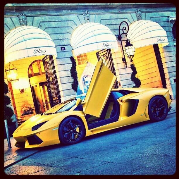 Tea at the Ritz - Lamborghini Aventador parked luxury sports cars| http://ferrari-vs-lamborghini-814.blogspot.com
