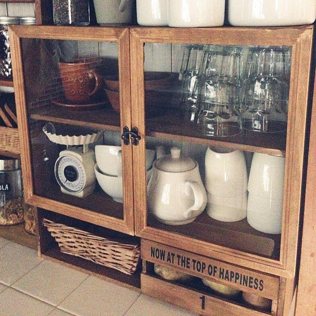 合わせ技がスゴイ 100均フォトフレームで作るディスプレイ棚 食器