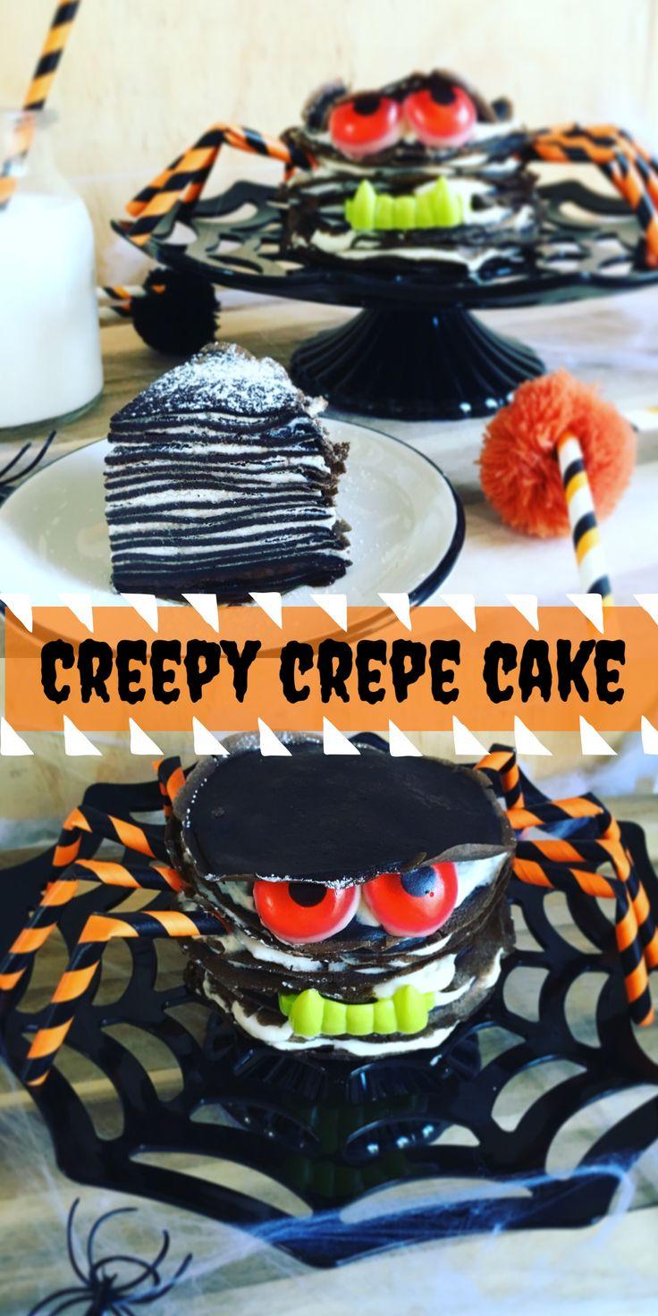 Delicioso pastel de 18 capas de mini crepas de chocolate y delicada crema batida, encimadas una sobre otra, y decoradas hasta formar una espeluznante y divertida araña de Halloween.