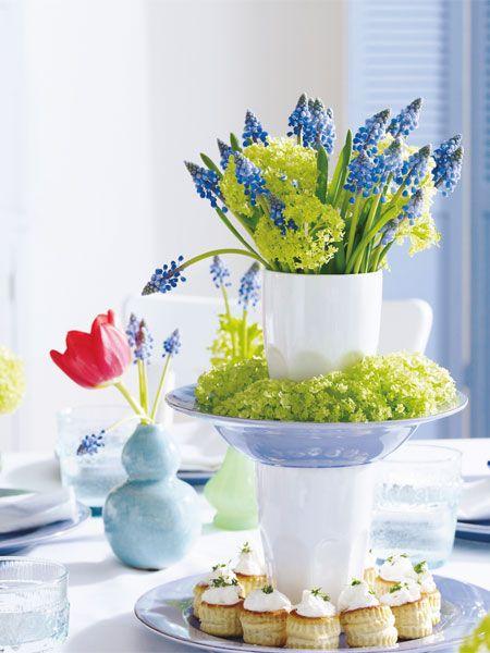 Eine Etagere für Leckereien und Blumen – im Nu aufgebaut. Macht sich toll auf jedem Frühstückstisch und lässt sich ganz einfach selber machen.