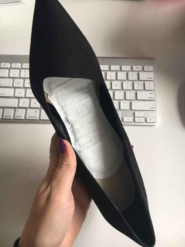 Doublez l'intérieur de votre chaussure avec un protège-slip pour absorber la transpiration et empêcher votre pied de glisser.