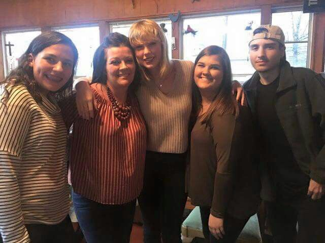 Taylor today at a fan's Christmas party in Missouri!